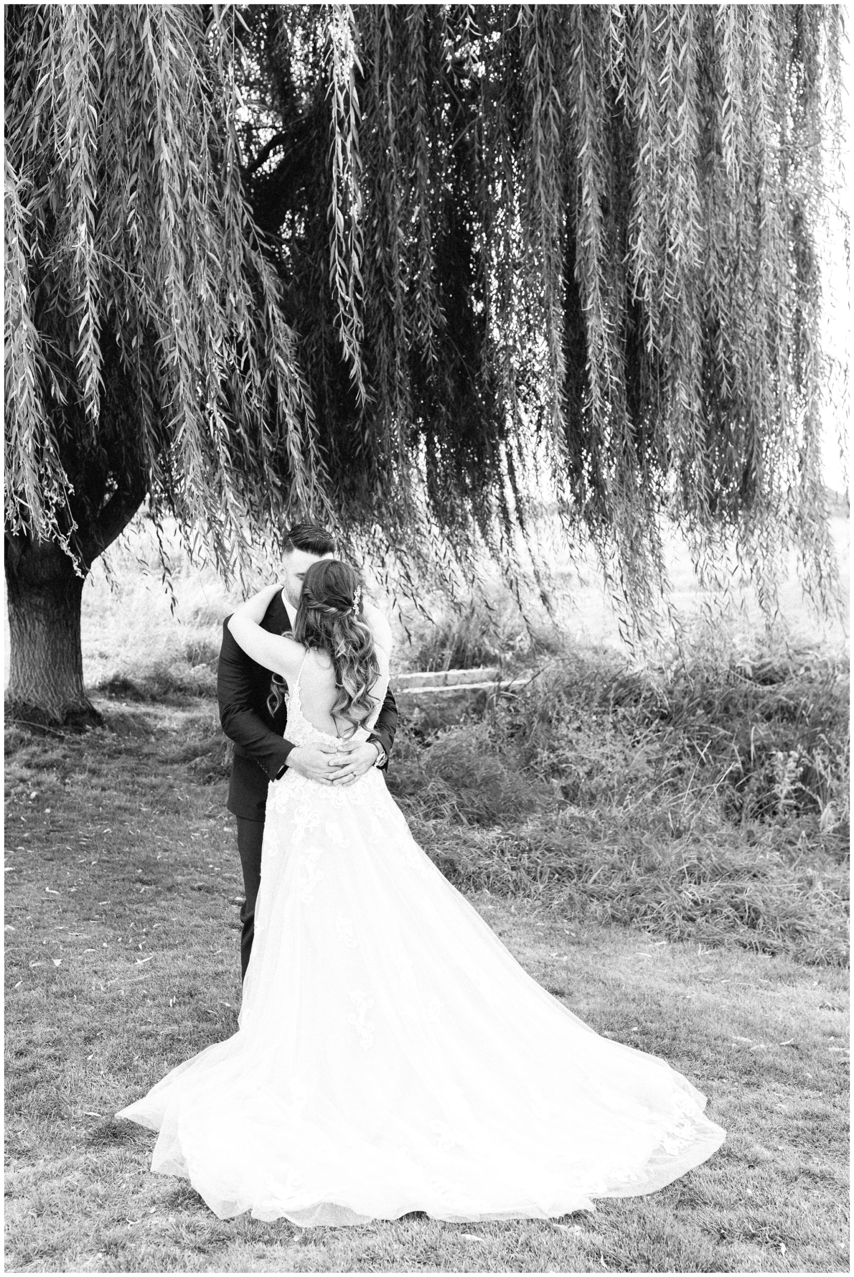 Black and White image of couple under the willow tree at SR wedding Venue in Vineyard Utah